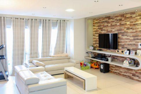 דירת גן יוקרתית למכירה